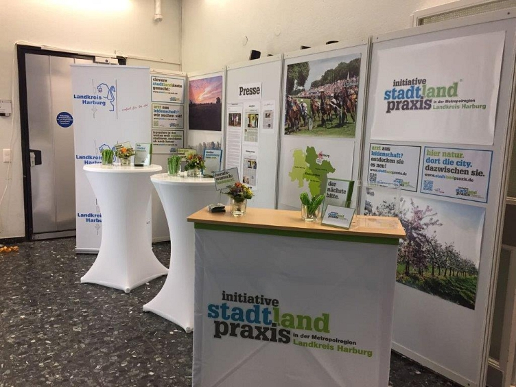 "Messestand Initiative ""stadtlandpraxis"" © Landkreis Harburg"
